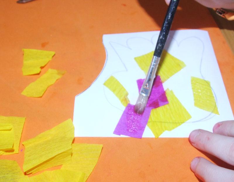 naneseme krepový papír