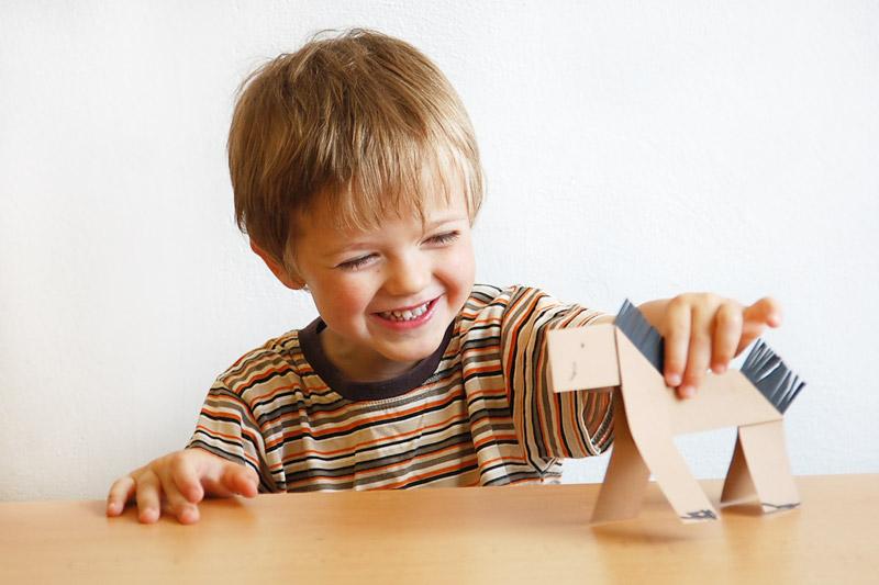Vyrobte si papírového koníka