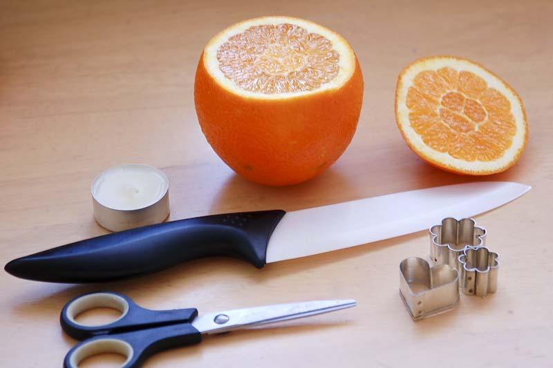na svícen z pomeranče potřebujeme