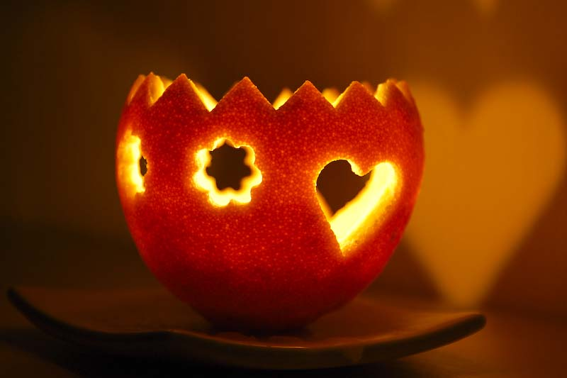 hotový svícen z pomeranče