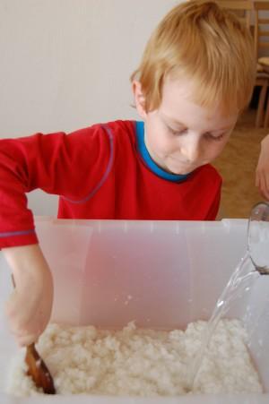 vlijeme do nádoby, přidáme vodu v poměru 1:2